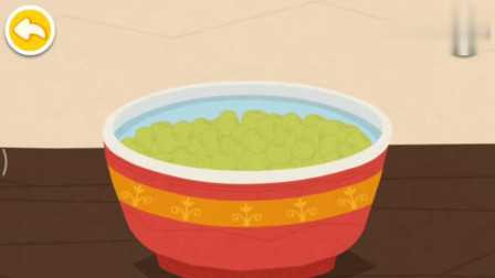 宝宝巴士游戏:把做好的豆腐用布给盖起来,过一会儿就能切豆腐啦