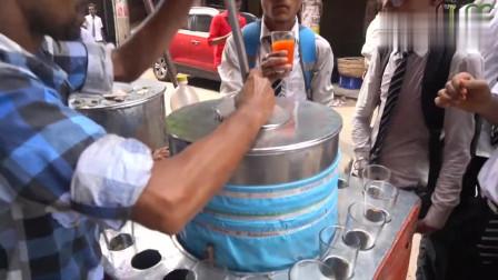 印度的果汁,必须要在桶里配上大冰块!