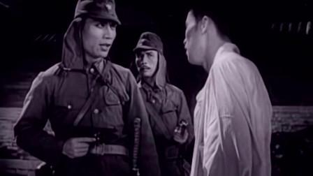 平原游击队:李向阳冒充鬼子进城,点燃粮库,鬼子气的蹦起来!