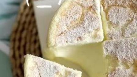 """甜品界的新秀""""日式冰酪戚风""""做法来咯✌上一期分享了胚体,这期分享主要部分#网红甜品 #日式冰乳酪蛋糕"""