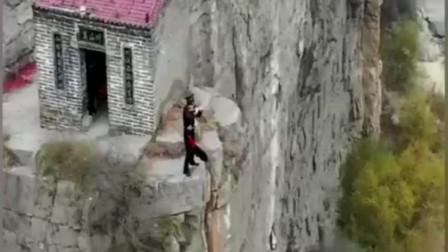 带你们见识一下四川悬崖绝壁上的人家,方圆十里几乎没有邻居,这地方你敢住吗?