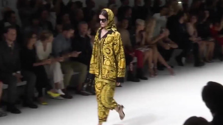2020纽约时装周Versace品牌时装秀,很有层次的时尚美感