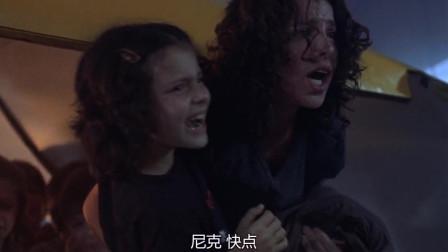 章鱼东河惊魂:隧道马上就要坍塌,与女子一起合力救孩子们,场面紧张!