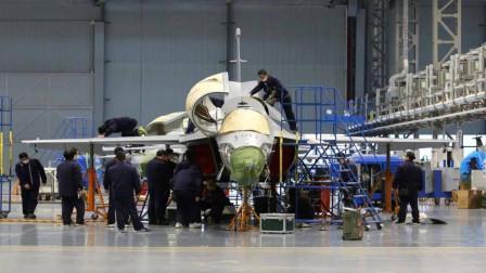 """重大改进!""""歼-20飞行员孵化器""""升级,还创造空军一个历史纪录"""