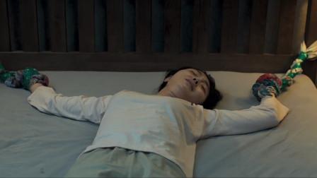 7分钟看完:韩国恐怖片《变身》驱魔司祭大战变身恶魔