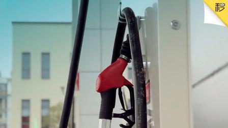"""油价重回14年前5元时代 手握""""绿标""""新能源车还能买吗?-30秒懂车"""