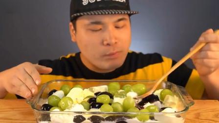 韩国吃播大胃王豪放派donkey弟弟吃美味的青葡萄仙草,嫩豆腐奶酪