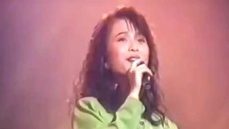 香港音乐:88年的经典老歌,黄宝欣演唱《雨巷》每一段留不住的岁月都有一个忘不掉的故事