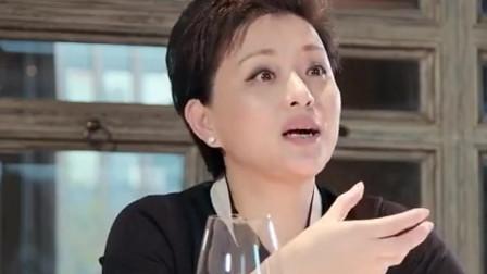 杨澜请客吃饭全是高档的,帕尔玛火腿配白葡萄酒,有钱人都这么吃