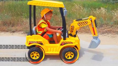 超厉害萌宝变出一台大型挖掘机到底如何援救埋沙子里的跑车呢儿童玩具故事游戏亲子益智