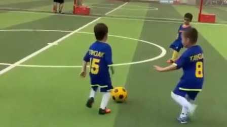 这个6岁小男孩让我看到了中国足球的未来