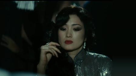 谍海风云:巩俐霸气出现,抽着烟去赌场,气场强大
