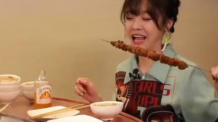 涮肉和羊肉串一起吃,大胃王mini真是太能吃了
