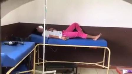 国外被感染新冠肺炎的患者,咳嗽的幅度很大,没有呼吸机太痛苦了