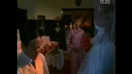 陈一新为电视剧《末代皇帝》第12集中溥仪(陈道明),婉容弹钢琴即兴配音,1988年