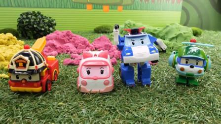 益智汽车玩具车游戏:变形警车珀利的神秘太空沙挑战,谁能获胜?