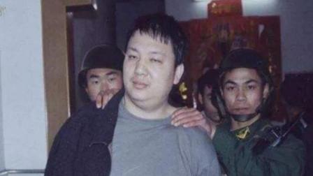 珍贵影像:大毒枭刘招华孤傲至极,在家里被干警5秒钟制服