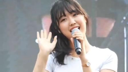 韩国美女歌手表演现场,唱什么已经不重要了!