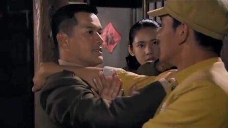 刘玉堂被四丫头抓了,没想楼下早被战士们包围,跑不掉了