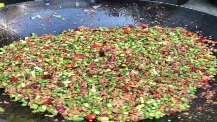 江苏农村大厨做特色美食的小炒肉,和你们湖南做的小炒肉一样吗?