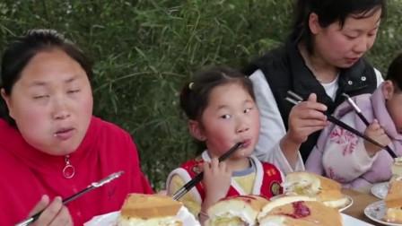 200元买泰国榴莲,胖妹做正宗榴莲蛋糕,和表妹大口吃过瘾