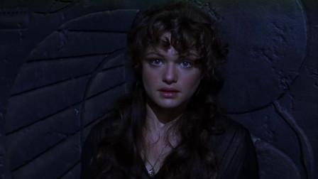 木乃伊复活,把伊芙琳当成王妃,奥康纳一枪上去