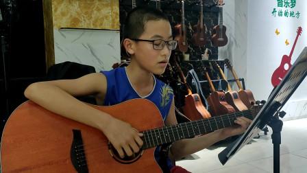 《小草》张嘉毅同学学习吉他视频
