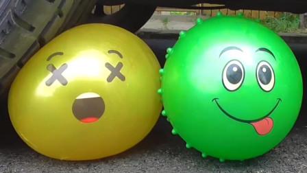 减压实验:牛人把玩具、气球、饼干放在车轮下,好减压,勿模仿