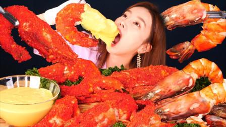 """美女斥巨资分享""""巨型金虎虾""""吃播,大口吃肉超过瘾,向往的生活"""