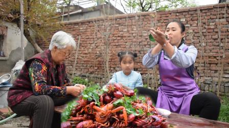 农村小龙虾最简单做法,琳姐爆炒一盘不加水,麻辣鲜香不够吃