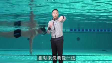 中游体育:自由泳手臂入水前伸的隐藏好处 减少气泡