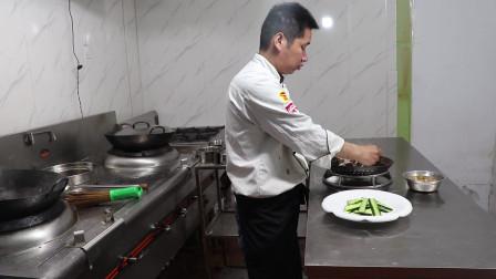 """厨师长教""""凉拌鸡丝""""家常做法,麻辣香,鸡肉嫩,做好只要这一步"""