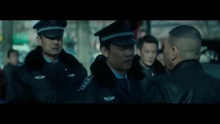 冯小刚当街抽城管执法队员耳光,可对方硬是没还手,六爷的名声不是白来的