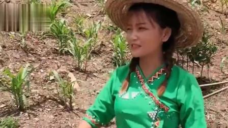 缅甸美女洗澡的地方,这也太简陋了,就不怕被人看见吗?