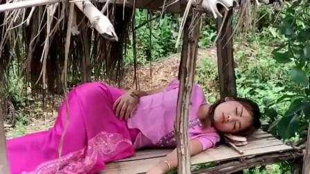 缅甸美女在野外睡着了,怎么叫都叫不醒,网友:一头最漂亮的猪猪!