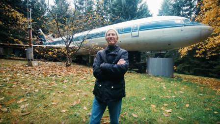 国外大爷花10万美金买了架飞机,却不能开,最后被他造成房子!