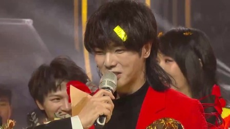 红衣少年华晨宇手捧歌王奖杯,发表获奖感言激动到语无伦次 歌手 20200424