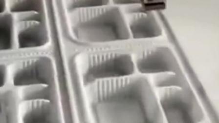 牛人发明:现在的科技太发达了,机器代替了人工,分分钟做好一个塑料盒子!