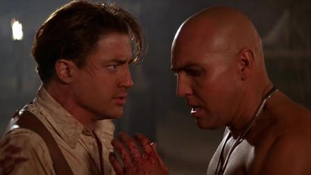 伊芙琳打开太阳金经,木乃伊要杀奥康纳,幸好伊芙琳念出咒语