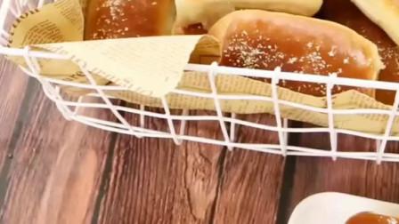 今天做一款经典的椰蓉面包!