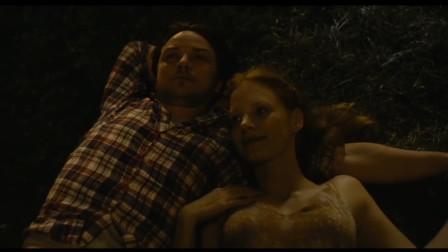 孤独情事:埃利诺和妹妹诉说着对丈夫的思念,但心里总是很