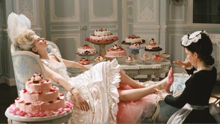 女子贪图享受,把国库当钱包,奢华的背后却是一场灾难!