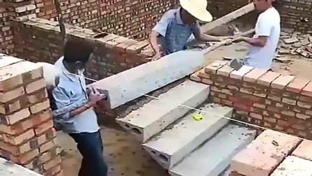 河南开封:斗胆问一句,河南大爷就像拼积木似的拼上的楼梯,安全性能高吗