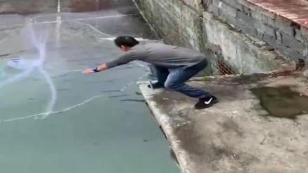 广西农村大叔来河里撒网捕鱼,收获的全是乌头鱼,真羡慕!