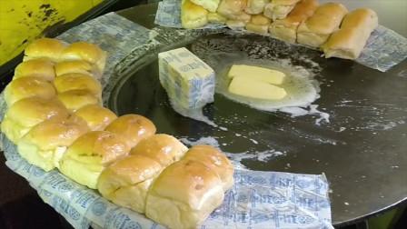 印度街头的爆款小吃:黄油面包!面包吸了整整4斤黄油?干净美味