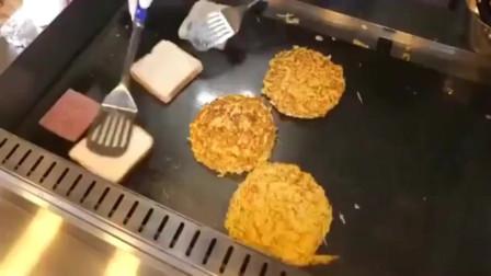 美国纽约街头大厨做的三层土司,生意火爆每次都要排队半个小时