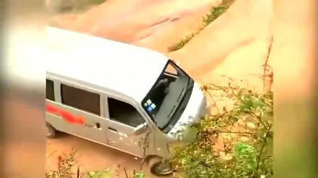 监控:看了很多挑战网红坡的,这辆广东面包车司机才是真正的高手