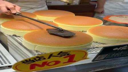 香港名吃烤面包,排队三小时才能等到的美食,为什么给面包烙印的时候要摇铃铛?