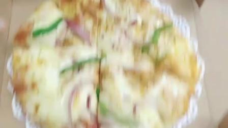奥尔良烤鸡,和培根双拼披萨,双重享受