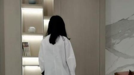 大理石+木色隐形门,电视背景墙这样设计,简洁又有品味!